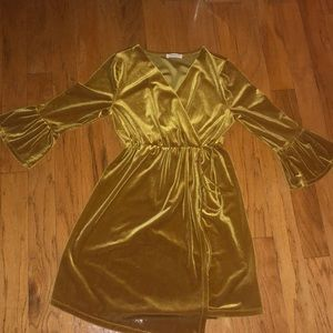 Dresses & Skirts - GOLD VELVET DRESS